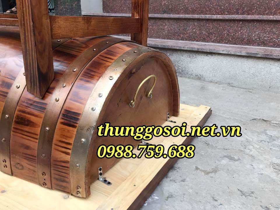 bàn ăn nhà hàng làm từ thùng gỗ