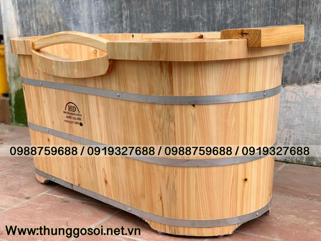 bồn tắm bằng gỗ pơ mu bo viền 2 lớp chạy xung quanh bồn gỗ