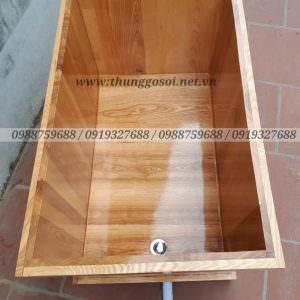 bồn tắm bằng gỗ hình vuông