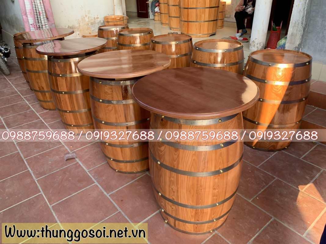 Bàn ghế làm từ thùng rượu gỗ