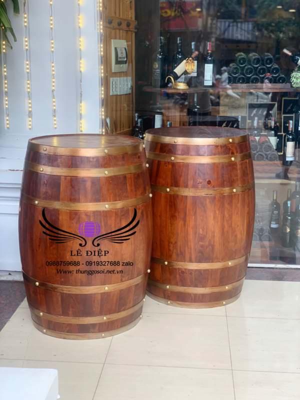 thùng gỗ đựng rượu trưng bày