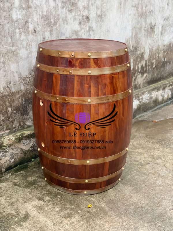thùng rượu gỗ trưng bày