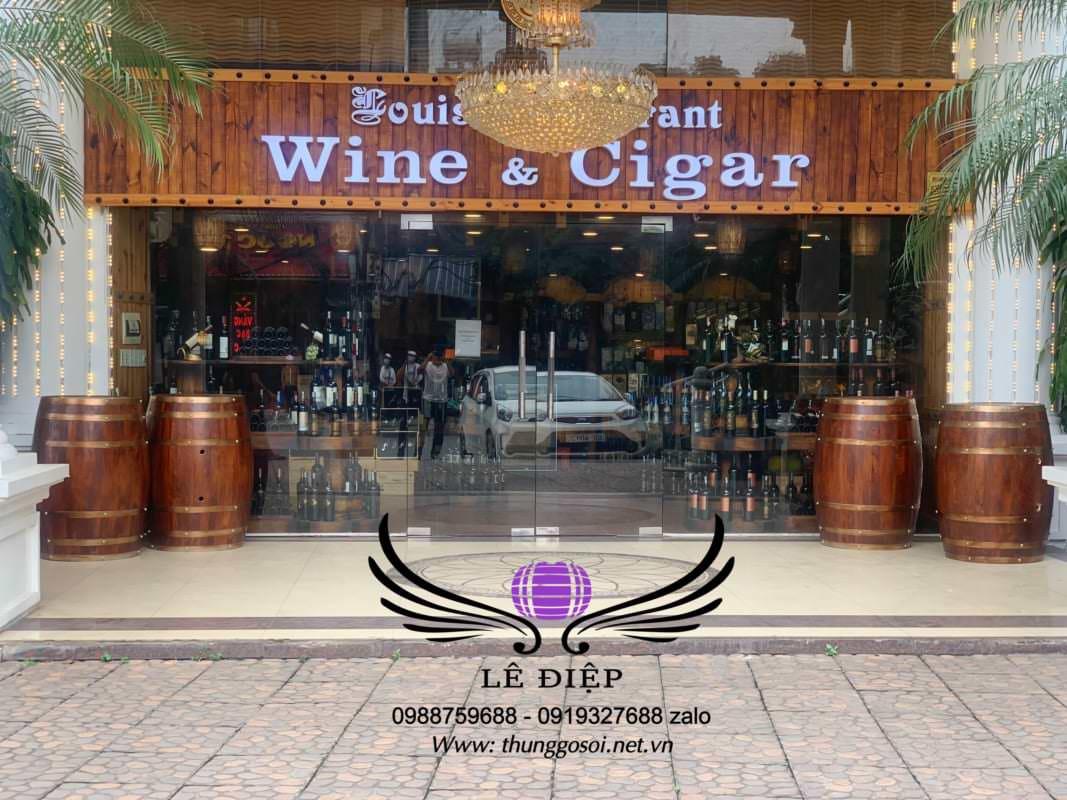 thùng rượu trưng bày nhà hàng