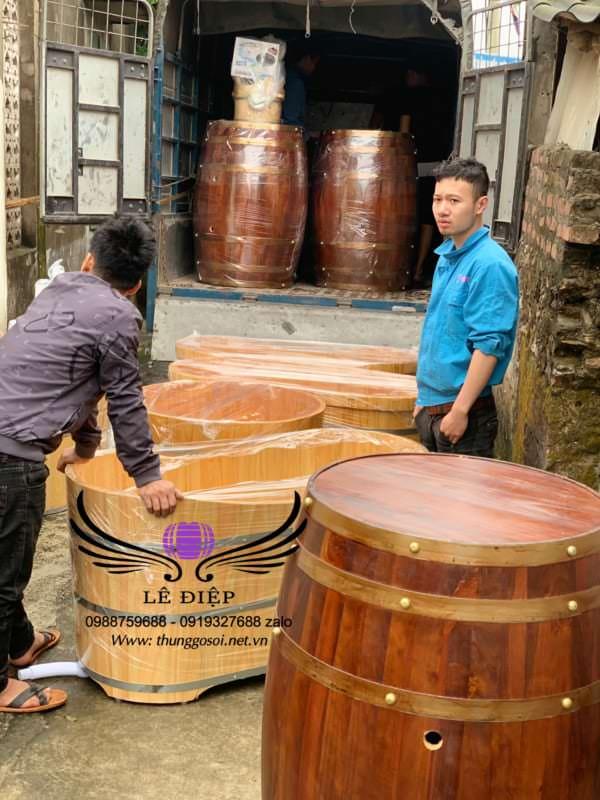 xưởng đóng thùng gỗ trưng bày